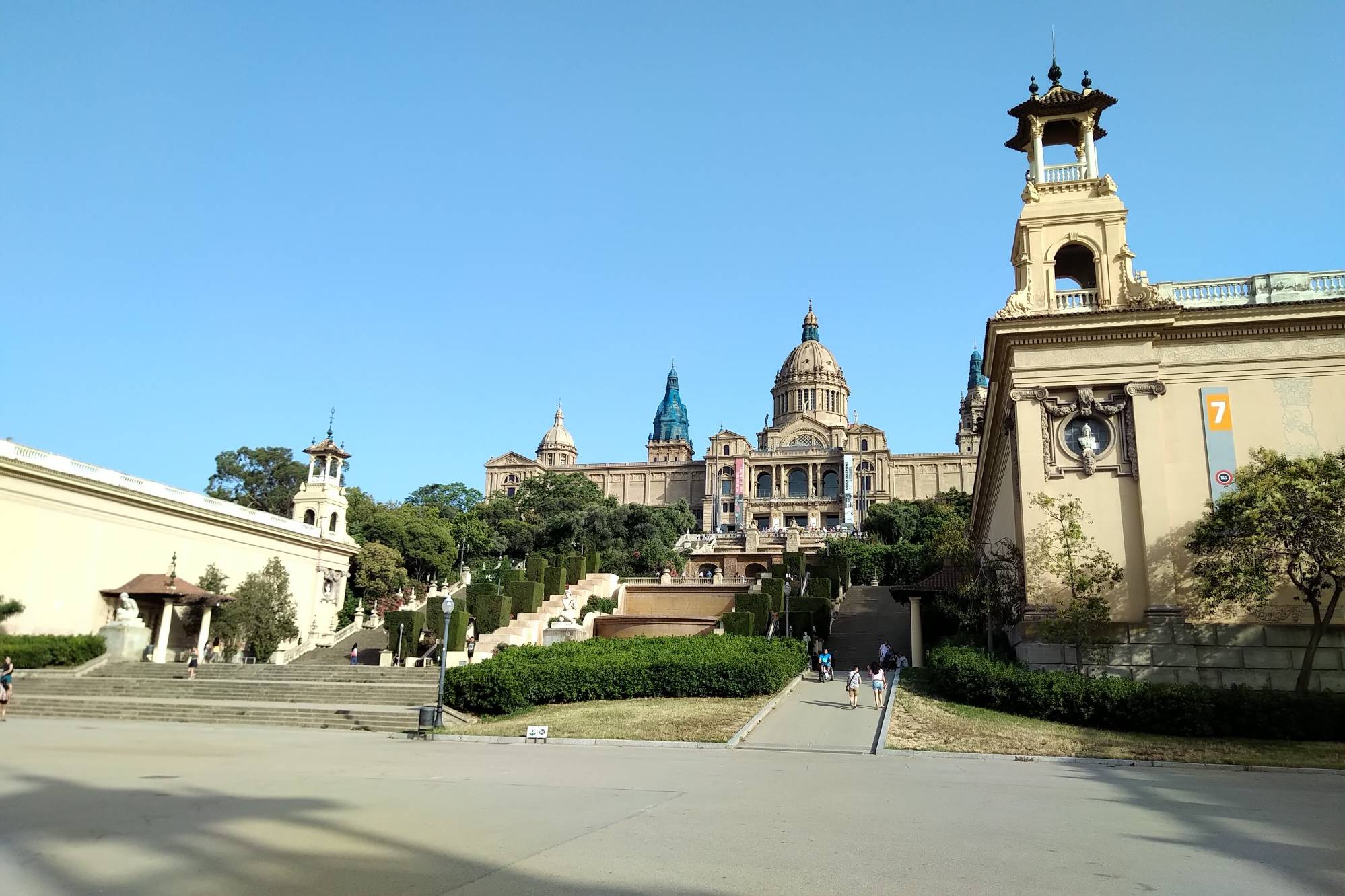 Barcelona, Hola Barcelona